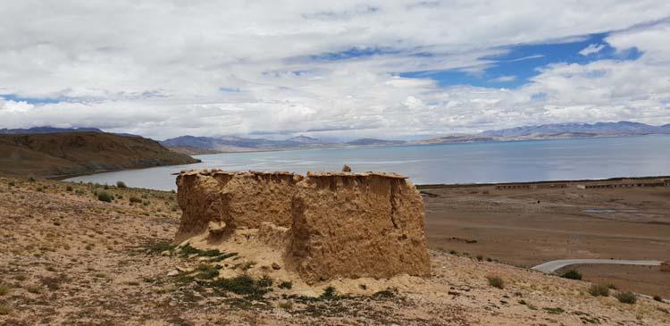 Pristine view of Lake Manasarovar